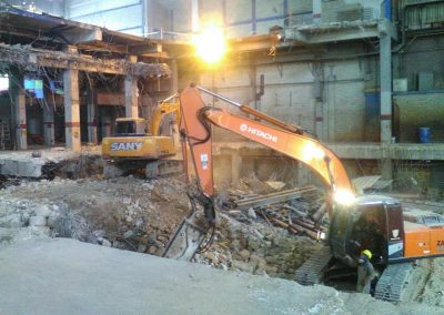 Demolición Fabrica alistamiento de Suelos